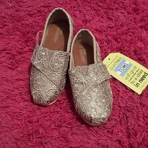 NWT Girls crochet glitter TOMS